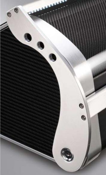 Revolution 12 Carbon Шкатулка для двенадцати часов с автоподзаводом. Эргономичный дизайн и новейшие технологии. Бесшумная работа, надежные держатели, имеется три режима вращения, режим быстрого завода, таймер, спящий режим, новейшая система освещения и др..