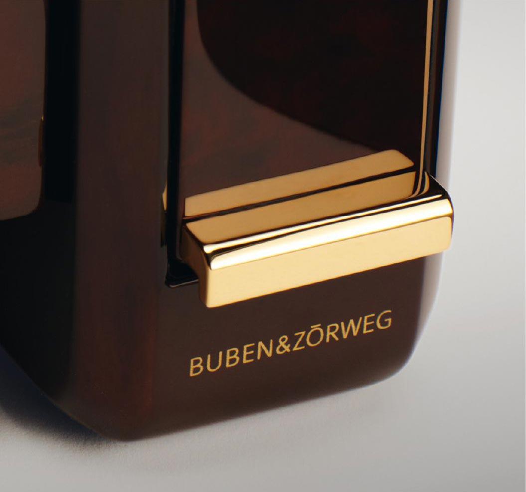Evolution 4 Шкатулка для автоматических часов от известной немецкой компании с жк экраном. Массив дерева, стекло, велюр цвета Табак.