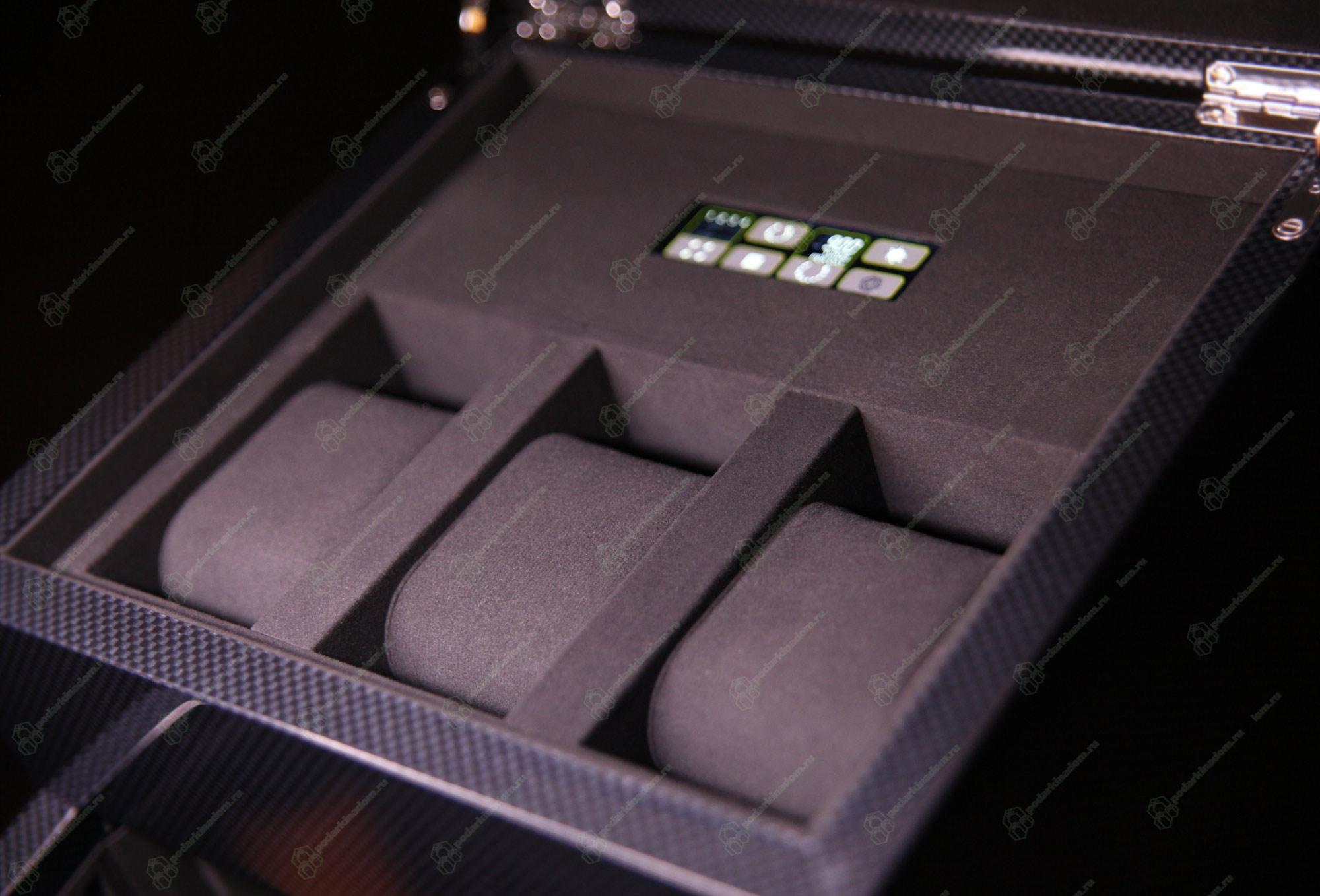 """2.16.CF Шкатулка для завода двух наручных часов и с отделением для хранения 3 часов. Отделка """"Carbon"""""""