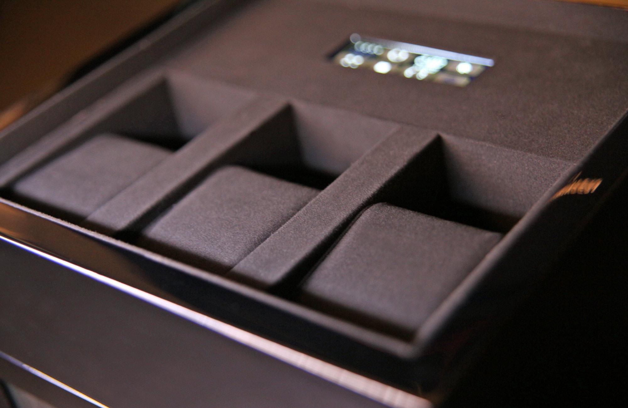 4.16.B Деревянная шкатулка черного цвета для завода 4 наручных часов и с отделением для  хранения