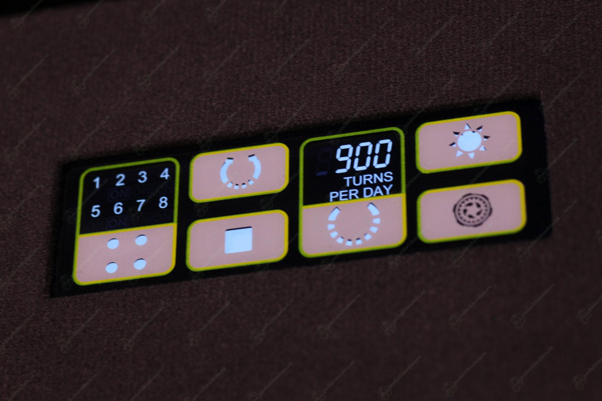 8.16.W Большая шкатулка для завода наручных механических часов. 8 индивидуальных ячеек для завода + 6 мест для статического хранения. Деревянный корпус покрыт белым лаком.