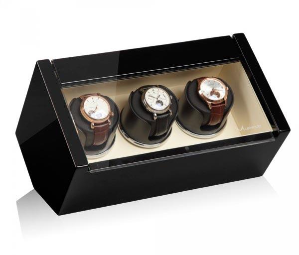 Luxwinder 61.03.12.2. Шкатулка для подзавода 3-х механических часов, выполнена из натурального дерева. Отделка: черный глянцевый лака.