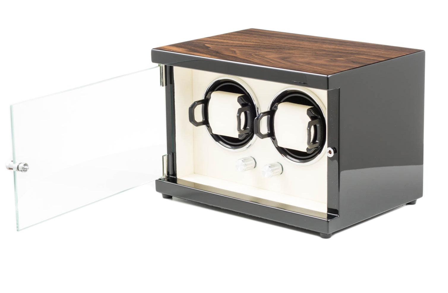 15.02.92 Шкатулка для 2 часов с подзаводом. Глянцевый деревянный корпус, внутренняя отделка кожа. Питание – сеть.