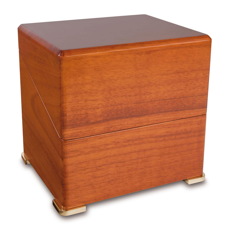 W111 Шкатулка Perpetua для подзавода 1-х наручных часов имеет два режима вращения. Корпус шкатулки изготовлен из дерева с гладкой, отполированной поверхностью.
