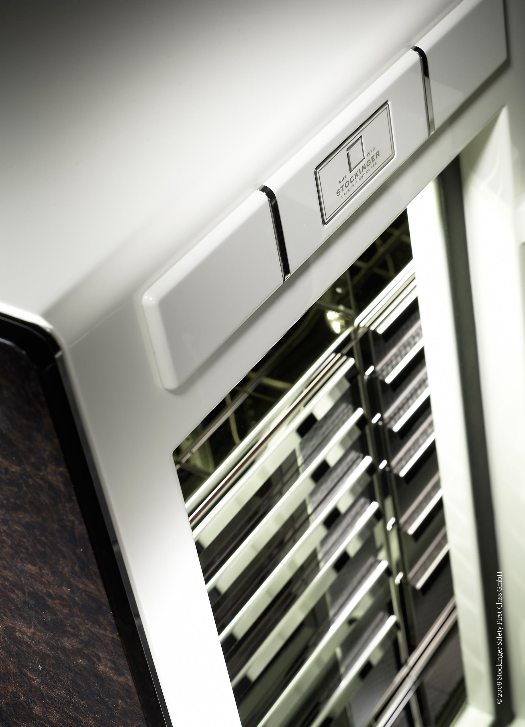 Bentley Continental Взломостойкий сейф с ящичками для статического хранения часов и драгоценностей