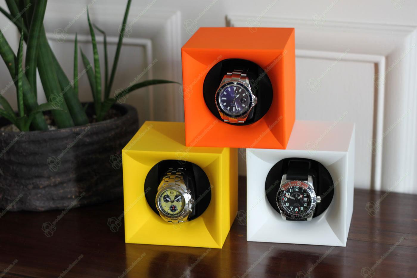 SK01.STB.010 Шкатулка Свисс Кубик ярко оранжевого цвета, выполнена из пластика и работающая от батарейках.
