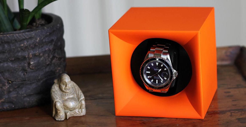 SK01.STB.010 Шкатулка Swiss Kubik для 1 часов автоподзаводом. Корпус из пластика оранжевого цвета