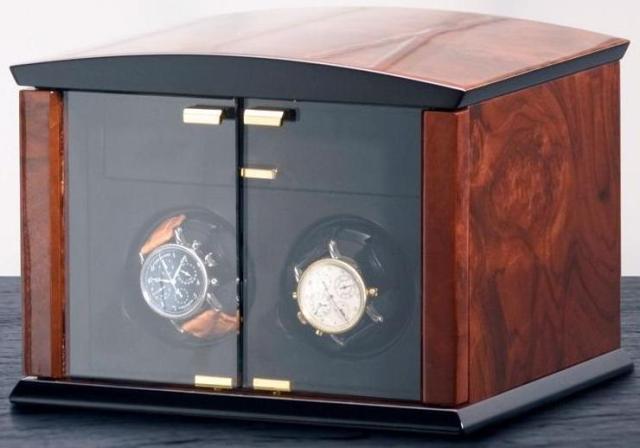 ELMA motion 101 08 32 Шкатулка Elma Corona 2 для подзаводки часов. Изготовлена из натурального дерева, работает как о сети, так и от батареек, имеет практически бесшумный мотор, который просто не заметен, в повседневной жизни