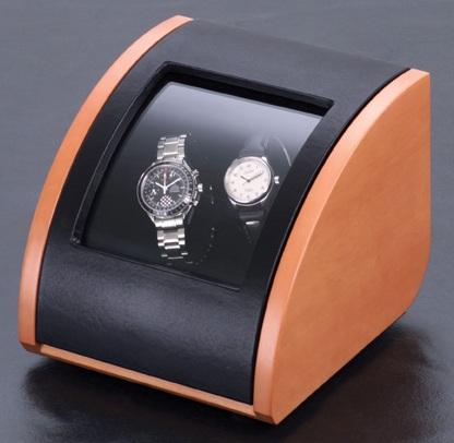 ELMA motion 100 30 95 Шкатулка Elma Pure 2, для подзавода двух механических часов. Материал корпуса груша, отделка черная кожа, немецкий механизм, который работает от сети и от батареек. Уникальная модель по отличной цене